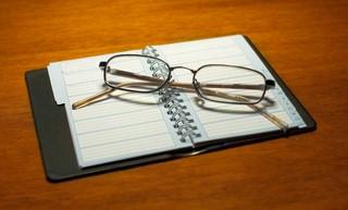 glasses-on-calendar-1552635 (Kopiowanie)