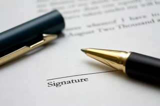 to-sign-a-contract-3-1236622 (Kopiowanie)