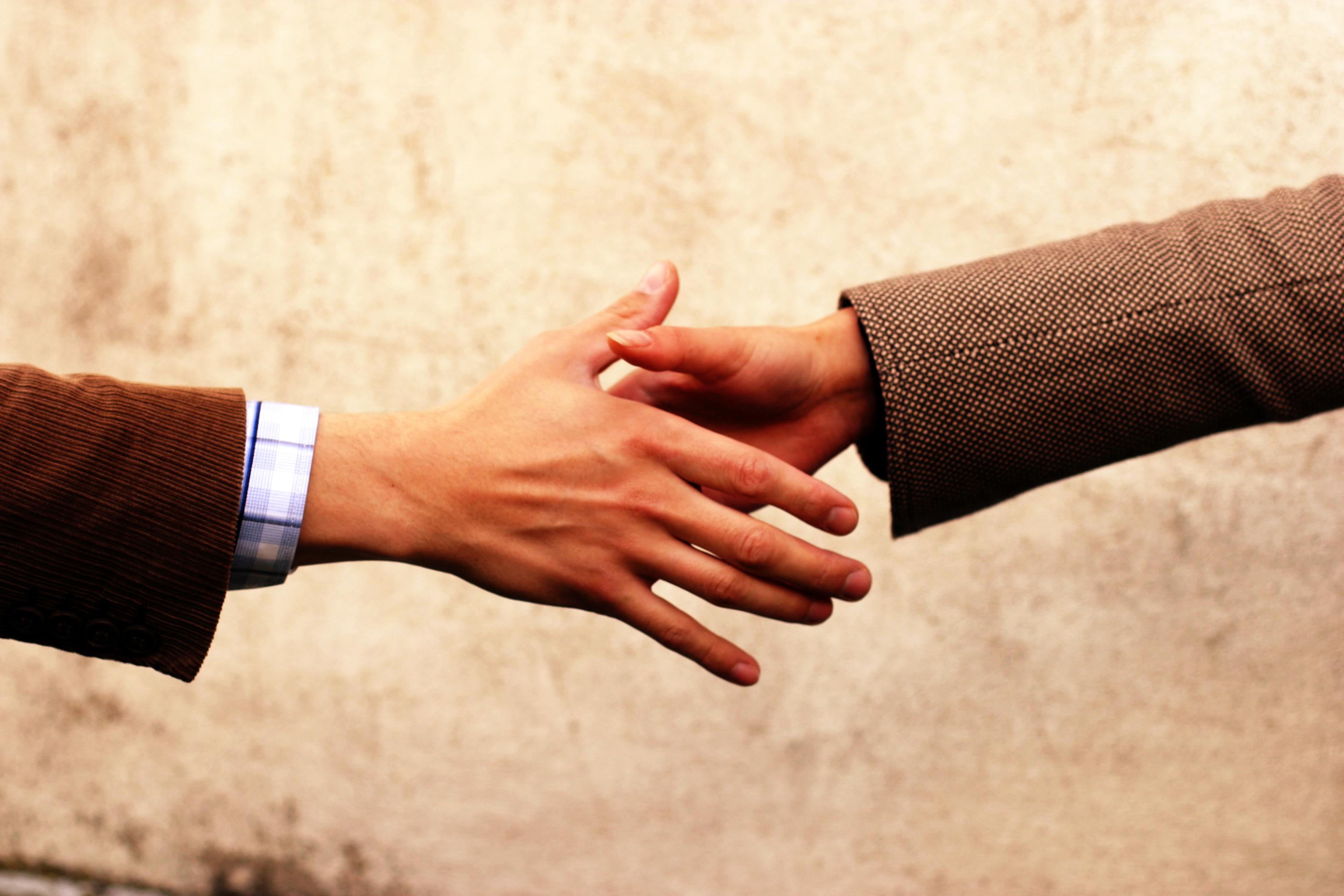 handshake-communication-1532849